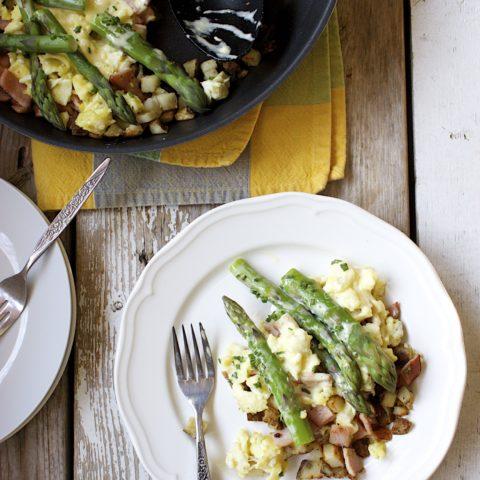 Eggs Benedict & Asparagus Breakfast Skillet